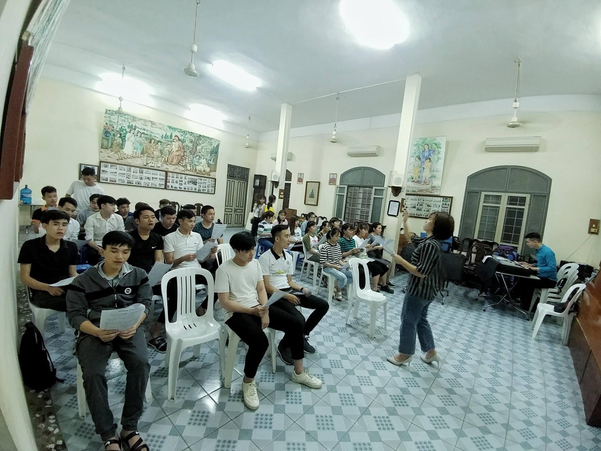 """""""Tình Yêu"""" thúc bách Tân sinh viên tham gia Thiện nguyện 2018 Nhóm SVCG Hà Nam"""